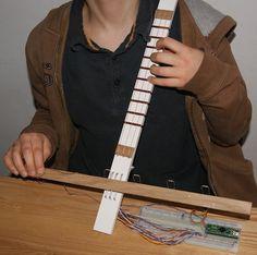 Cellovier : un clavier en forme de violoncelle Diy, Cellos, Keyboard, Shape, Bricolage, Do It Yourself, Homemade, Diys, Crafting