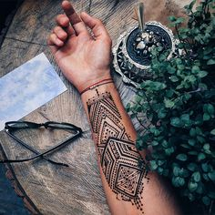 'Menna' Trend Sees Men Wearing Intricate Henna Tattoos
