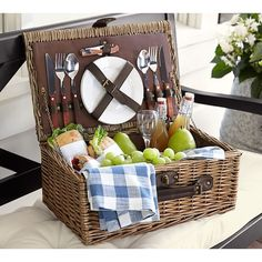 Pottery Barn Rattan Picnic Basket for 2 (1.520 ARS) ❤ liked on Polyvore featuring home, kitchen & dining, food storage containers, pottery barn baskets, rattan picnic basket, pottery barn, weave basket and woven picnic basket