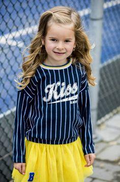 Hoe tof is deze! #bnosy #donker #blauw #girls #kiss #kleding #meisjes #fashion Star Fashion, Girl Fashion, Sporty, Boys, Girls, Cap, Child Care, Children, Amelia