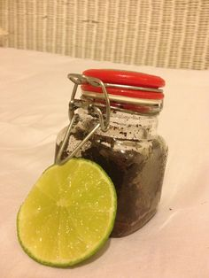 Here it is! The BEST way to clear your skin, scrub away the dirt and oil from your skin AND brighten your skin while fighting blackheads! This DIY scrub is made up of Coffee grounds, Sugar, and Olive Oil. The portions are completely up to you! It's for your face AND body! After using it before bed, rub a lime or lemon over your break out areas, then in the morning rinse it off. This is my LIFE SAVER!!!!! #SaltFaceScrub Salt Face Scrub, Coffee Face Scrub, Coconut Oil Coffee Benefits, Coconut Oil Sugar Scrub, Diy Peeling, Skin Tag Removal, Diy Scrub, Moisturizer For Dry Skin, Coffee Recipes