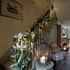 Flur Diele Wohnideen Möbel Dekoration Decoration Living Idea Interiors home corridor - Weihnachten Flur mit Efeu Kranz