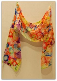 Hand painted silk scarves are fun and easy to do. Results are amazingly beautiful. A creative activity for the whole family! Hand painted silk scarves are fun and easy to do. Results are amazingly beautiful. A creative activity for the whole family! Alcohol Ink Crafts, Alcohol Ink Painting, Alcohol Ink Art, Sharpie Tie Dye, Hand Painted Dress, Hand Painted Fabric, Diy Scarf, Silk Art, Scarf Design