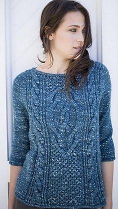 Пуловер с рельефными узорами спицами