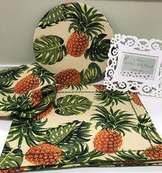 Jogo americano de tecido com estampa de abacaxi Crazy Patchwork, Quilt Patterns, Patches, Plush, Quilts, Table Decorations, Sewing, Handmade, Diy