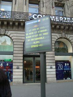 Paryż www.damwid.pl neon, reklama, pylony reklamowe, banery, neony
