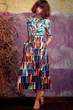 No campo da moda, onde afinal de contas tudo ou quase tudo é permitido, o que antes era impensável vestir agora é uma questão de statemen...