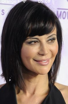 Dark lob with bangs Lob With Bangs, Hairstyles With Bangs, Katherine Bell, Witch Hair, Short Hair With Layers, Celebrity Beauty, Beautiful Smile, Hair Lengths, New Hair