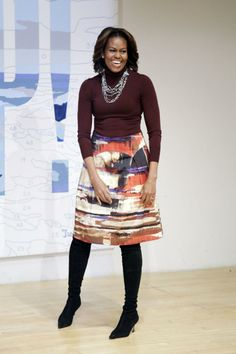 "First Lady Michelle Obama visits the New Museum's ""Taking Back the Streets"" exhibit Feb. Michelle Und Barack Obama, Michelle Obama Fashion, Barack Obama Family, Glamouröse Outfits, American First Ladies, First Black President, Black Presidents, Style And Grace, Michael Jackson"