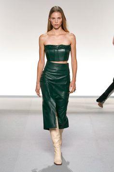 Givenchy Spring 2020 Ready-to-Wear Fashion Show - Vogue 2020 Fashion Trends, Fashion Week, Fashion 2020, Paris Fashion, Runway Fashion, High Fashion, Daily Fashion, Street Fashion, Moda Paris