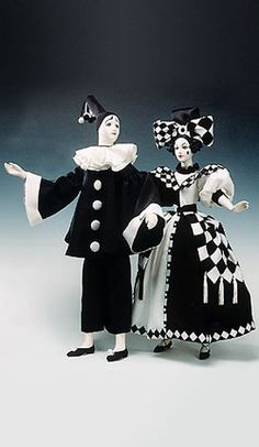 Perfect inspiration for my Pierrot/Pierrette costumes. Pierrot Costume, Pierrot Clown, Arte Punch, Costume Carnaval, Halloween Karneval, Send In The Clowns, Night Circus, Realistic Dolls, Vintage Circus