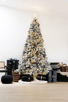 Christmas Tree Colour Scheme, Blue Christmas Decor, Flocked Christmas Trees, Office Christmas, Colorful Christmas Tree, Christmas Home, Christmas Tree Decorations, Christmas Ideas, Xmas
