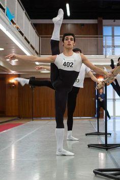 vaganovaboy: dancerboys: Приз Лозанны 2013 Он великолепен, настолько гибкий!  я имею в виду .....