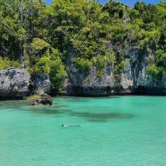 Selamat Siang & Selamat Beraktivitas!  Pulau Bair - #tanahkei, Indonesia!  Beautiful photo by @travacello