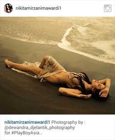 Nikita Mirzani kembali mengumbar keseksian tubuhnya di akun Instagramnya. Melalui akun @nikitamirzanimawardi1, Nikita mengunggah foto dirinya telanjang saat berenang d