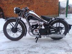 CZ what a beauty before Antique Motorcycles, American Motorcycles, Cars And Motorcycles, Vintage Cycles, Vintage Bikes, Classic Bikes, Classic Motorcycle, Enfield Motorcycle, Honda Shadow
