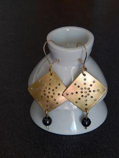 """Boucles d'oreille """"Tuc"""" dorées perles noir hématite : Boucles d'oreille par bijou-lie"""