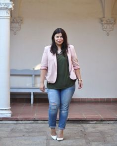 Jeans, which is considered to be one of the most sought after clothing in the world, is now easily available in plus size. Plus size trendy jeans are available in most of the clothing stores and are supplied by several large jeans manufacturers. Chubby Fashion, Fat Fashion, Curvy Girl Fashion, Fashion Spring, Womens Fashion, Fashion Shoes, Fashion Tips, Plus Zise, Mode Plus