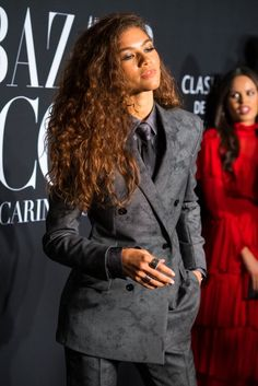 Zendaya Wore A Suit That Michael B. Jordan Wore Months Before, And People Are Losing Their Minds Zendaya Wore A Suit That Michael B. Jordan Wore Months Before, And People Are Losing Their Minds. Style Zendaya, Zendaya Mode, Zendaya Outfits, Mode Outfits, Fashion Outfits, Zendaya Fashion, Zendaya Makeup, Zendaya Clothes, Queer Fashion