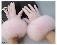 Winter Fashion Outfits, Fur Fashion, Gants Roses, Winter Accessories, Fashion Accessories, Pink Gloves, Women's Gloves, Ladies Gloves, Estilo Marilyn Monroe