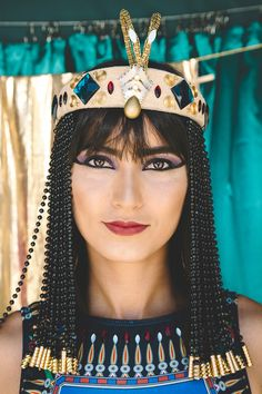 Cleopatra Costume and Makeup Turtle Costumes, Pirate Halloween Costumes, Couple Halloween Costumes For Adults, Costumes For Women, Woman Costumes, Couple Costumes, Adult Costumes, Costume Ninja, Halloween College