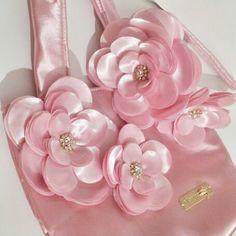 Bolsa Cetim  Forrada Aplicaçao em Flores