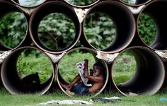"""fotojournalismus: """"A man reads a newspaper in New Delhi, India on August (Money Sharma/AFP/Getty Images) """""""