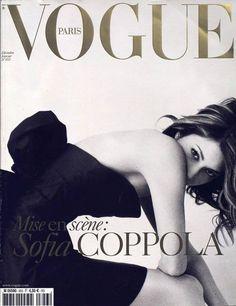 Sofia Coppola pour le numéro de décembre 2004 / janvier 2005 de Vogue Paris: http://www.vogue.fr/photo/les-couvertures-de/diaporama/le-cinema-en-couverture-de-vogue-paris/7774/image/517049#sofia-coppola-pour-le-numero-de-decembre-2004-janvier-2005-de-vogue-paris
