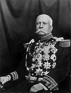 Porfirio Diaz dictador durante mas de 30 años.