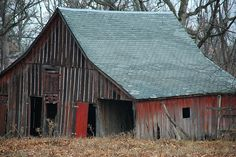 Old Barn Country Barns, Old Barns, Country Life, Country Living, Abandoned Houses, Old Houses, Red Doors, Barn Pictures, Barns Sheds