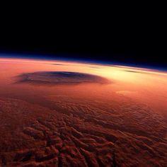El Monte Olimpo que se encuentra en Marte tiene una altura de 26 km (3 veces la altura del monte Everest)