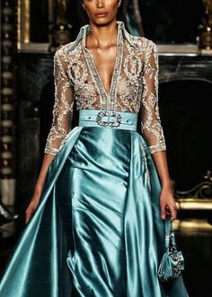 Love this dress, how royal!!