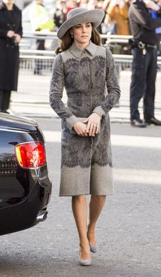Discover famous, rare and inspirational Kate Middleton quotes. Here are the 15 greatest Kate Middleton quotes on the royal family, fashion and giving back. Kate Middleton Outfits, Kate Middleton 2016, Looks Kate Middleton, Estilo Kate Middleton, Grey Fashion, Royal Fashion, Fashion Photo, Princesa Kate Middleton, Grey Outfit