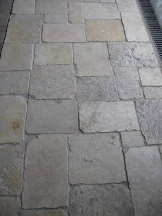 antique Jerusalem Limestone Garden Paving, Garden Stones, Garden Paths, Stone Walkway, Paving Stones, Landscape Design, Garden Design, Paving Design, Coastal Gardens