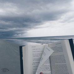 Практическая психологияВсе люди, как книги, и мы их читаем, Кого-то за месяц, кого-то за два. Кого-то спустя лишь года понимаем, Кого-то прочесть не дано никогда.  ... Кого-то прочтём и поставим на полку, Пыль памяти изредка будем сдувать... И в сердце храним... но что с этого толку? Ведь не интересно второй раз читать!  Есть люди — поэмы и люди - романы, Стихи есть и проза — лишь вам выбирать. А может быть, вам это всё ещё рано И лучше журнальчик пока полистать? Бывают понятные, явные…