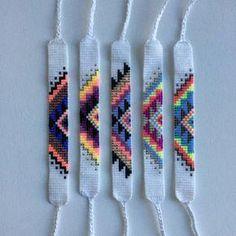 Macrame bracelet tutorial: The basic herringbone pattern - step by step macrame idea craft guide Rachel might like this – Artofit Diy Bracelets Easy, Thread Bracelets, Bead Loom Bracelets, Macrame Bracelets, Braclets Diy, Homemade Bracelets, Embroidery Bracelets, Ankle Bracelets, Friendship Bracelets Tutorial