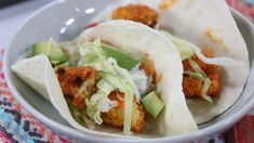 Topped with a blue cheese sauce, avocado, lime and tomato, these vegetarian buffalo cauliflower tacos make dinner the most interesting meal of the day. Vegetarian Side Dishes, Vegetarian Recipes, Cooking Recipes, Healthy Recipes, Cauliflower Tacos, Buffalo Cauliflower, Healthy Meats, Healthy Food, Mexican Food Recipes