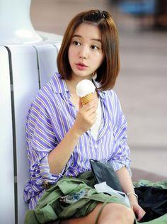 Yoon Eun Hye as Gong Ah Jung :)