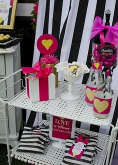 modern-black-and-white-striped-bridal-shower-decoration ideas