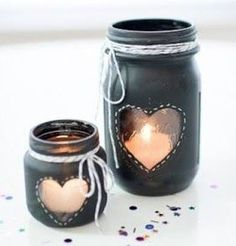 Mason jar crafts are infinite. Mason jars are usually used for decorators, wedding gifts, gardening ideas, storage and other creative crafts. Here are some Awesome DIY Mason Jar Crafts & Projects that can help you reuse old Mason Jars for decoration Chalkboard Mason Jars, Diy Chalkboard, Mason Jar Candles, Painted Mason Jars, Diy Candles, Black Chalkboard, Chalkboard Dresser, Chalkboard Paint Crafts, Chalkboard Markers