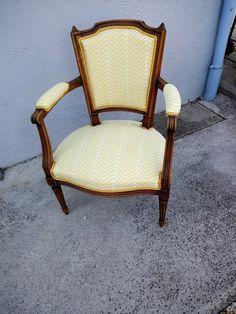 Assise & Cie: Le petit dernier est retourné chez lui........16 ... Le Double, Accent Chairs, Furniture, Home Decor, Bicolor Cat, Upholstered Chairs, Decoration Home, Room Decor, Home Furniture