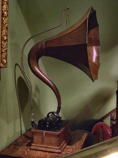 """Edison Standard with a """"cygnet"""" style horn."""