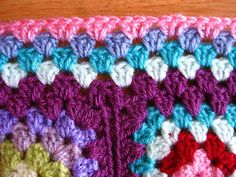 making flat border for granny square afghans - use dc decrease stitch on joined corners of granny squares - great idea!