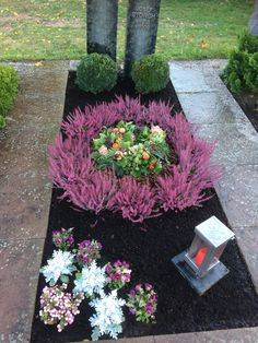 Terrific Photos winter Funeral Flowers Suggestions Whether or not that you are preparing or perhaps going to, memorials will always be the sad and occasionally s. Grave Flowers, Funeral Flowers, Diy Flowers, Winter Flower Arrangements, Floral Arrangements, Grave Decorations, Balcony Plants, Winter Beauty, Winter Colors