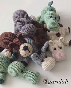 Så er Benny Bjørn her! Crochet Bebe, Love Crochet, Crochet For Kids, Crochet Dolls, Crochet Crafts, Crochet Projects, Sewing Crafts, Halloween Toys, Halloween Crochet