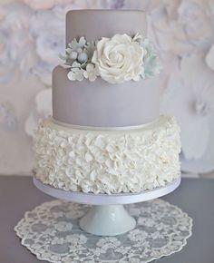 "Gefällt 240 Mal, 3 Kommentare - Wedding Magazine (@wedding_magazine_russia) auf Instagram: ""Зимние узоры ❄️❄️❄️Торт @sugarruffles #wedding #weddingcake #свадьба #свадебныйторт #торт…"""