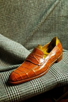 A chiseled Penny, and a 70-year-old houndstooth tweed  Spigola Bespoke by Koji Suzuki