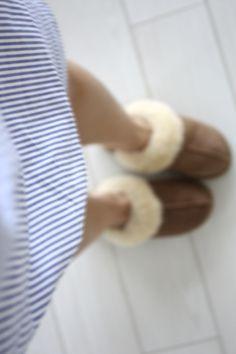 homevialaura #weekend #morning #nightwear #sheepskin #slippers