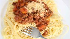 Tämä on takuuvarma hitti Spaghetti, Beef, Dinner, Ethnic Recipes, Food, Meat, Dining, Hoods, Meals