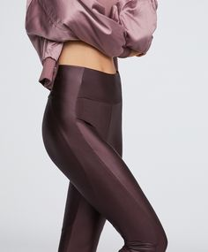 Legging motard métallisé - Les Plus Recherchés - SPORT Biker Leggings, Leggings Mode, Crop Top And Leggings, Sports Leggings, Leggings Fashion, Cheap Leggings, Workout Attire, Workout Wear, Yoga Fashion